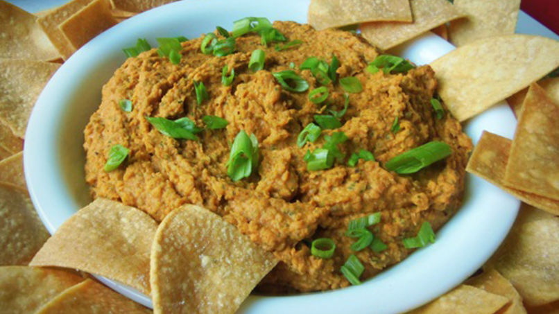 Spicy Pinto Bean Hummus with Chips