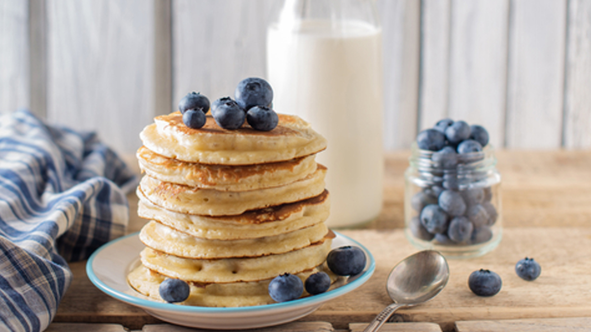 Blueberry Muesli Buttermilk Pancakes