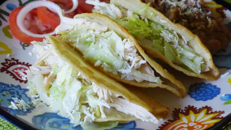 Tacos Dorados de Pollo Rostizado