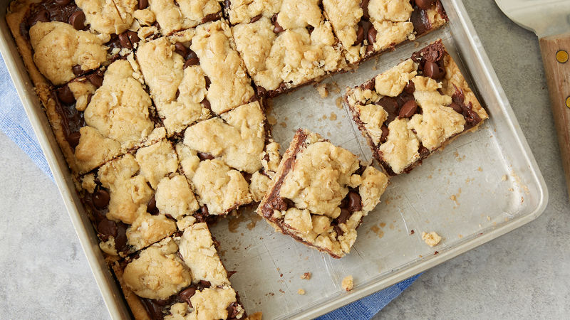 5-Ingredient Fudge Crumble Bars