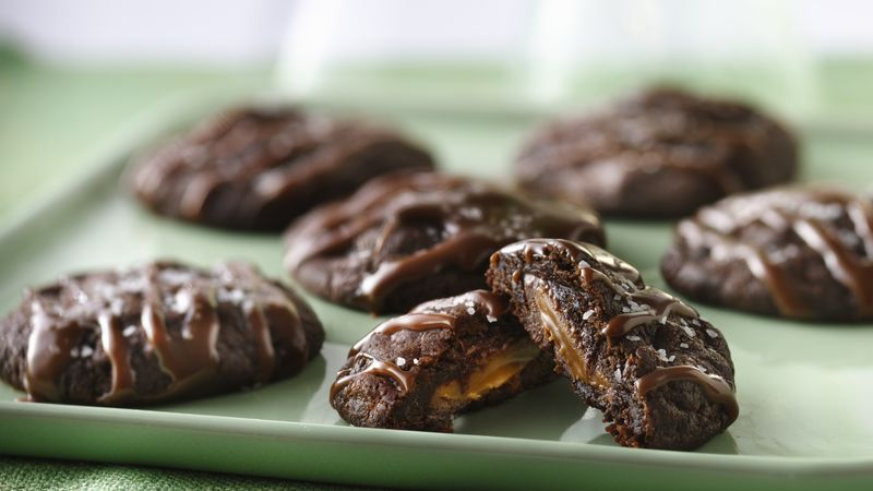 Biscuits aux truffes au chocolat fourrés de caramel salé