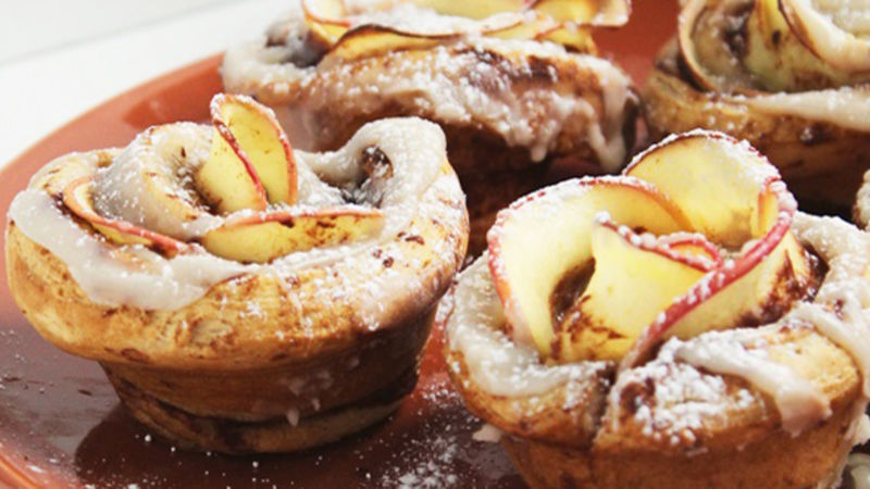 Cinnamon Roll Apple Roses