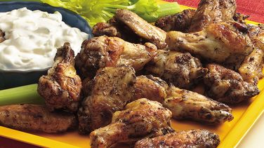 Chicken Wings with Creamy Dipping Sauce