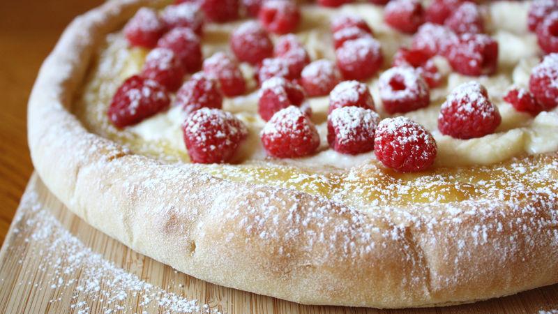 Raspberry-Mascarpone Pizza