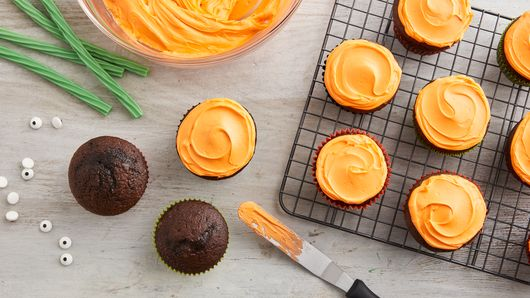 Pumpkin Emoji Cupcakes Recipe Bettycrocker Com
