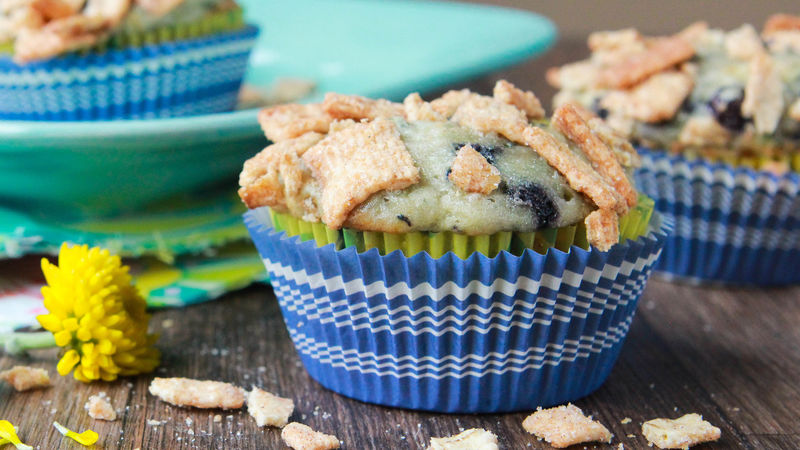 Zucchini-Blueberry Muffins with Cinnamon Toast Crunch® Streusel