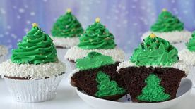 Cheesecake Stuffed Christmas Tree Cupcakes