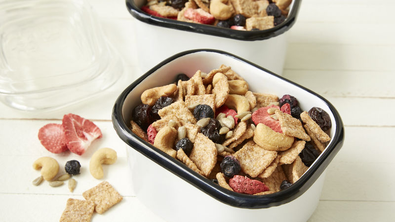 Cinnamon Toast Crunch™ Fruit, Nuts and Seeds Mix_image