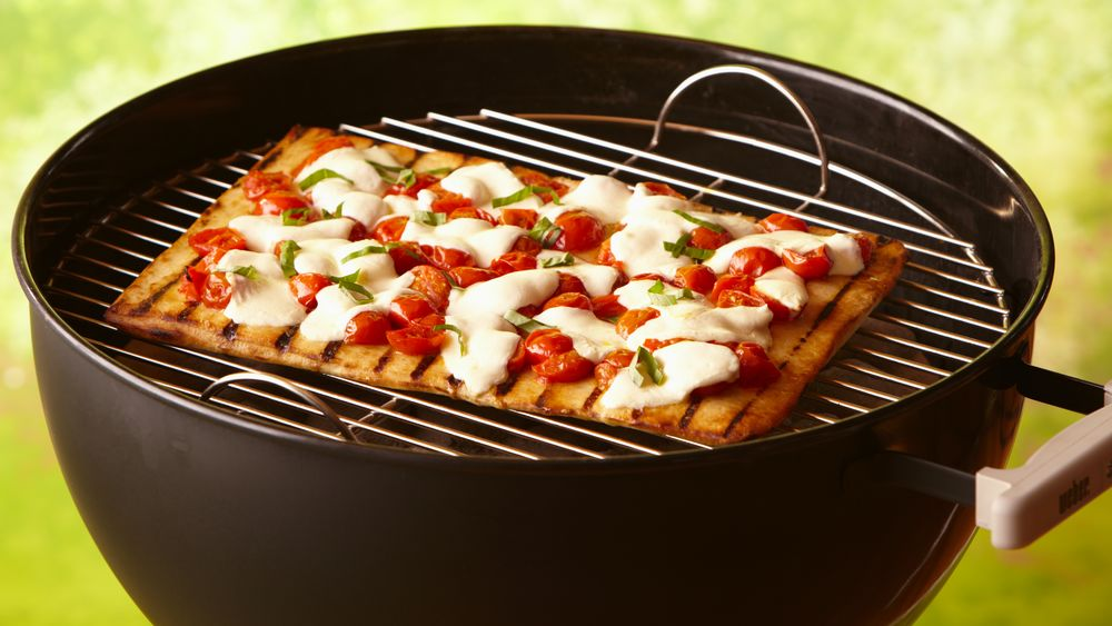 Grilled Garlic Butter Crusted Margherita Pizza