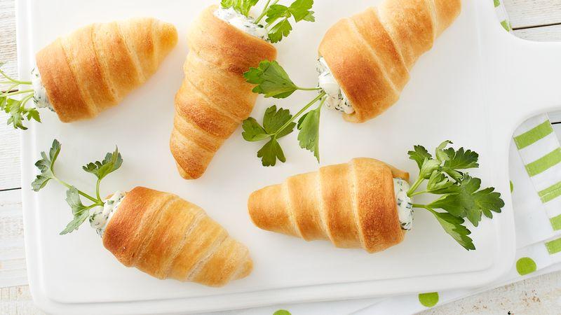 Croissants farcis en forme de carotte