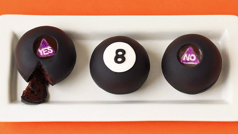 Magic 8 Ball Cakes