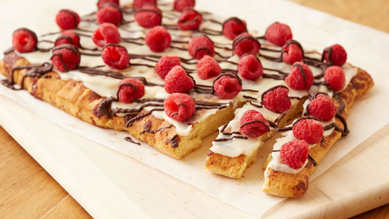Raspberry Chocolate Cinnamon Roll Pull-Apart Pizza