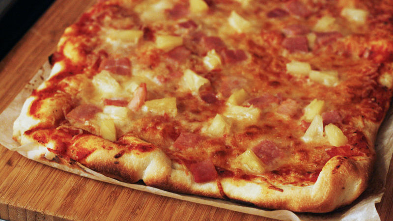 Easy Hawaiian Pizza