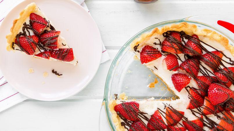Pastel de Chocolate Blanco y Fresas