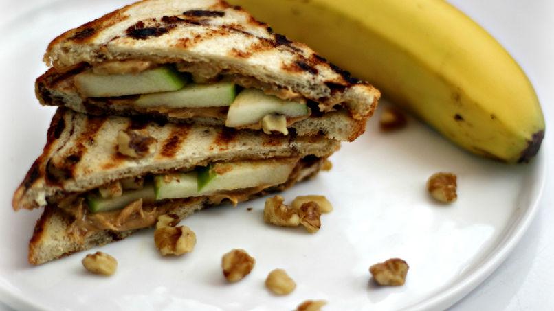 Sándwich de Mantequilla de Maní y Manzana