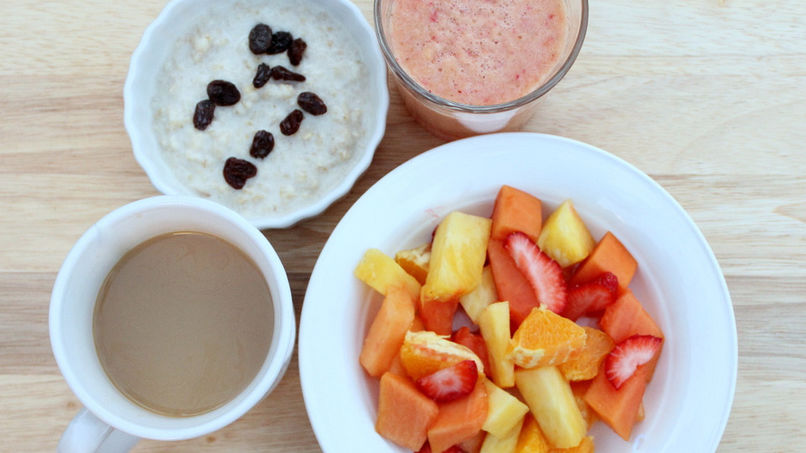 Creamy Oatmeal and Fruit Breakfast