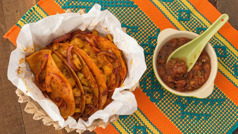 Tacos de canasta, ejemplo de la comida callejera de México