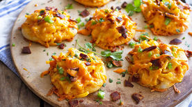 Mini Buffalo Chicken Mac and Cheese Pizzas