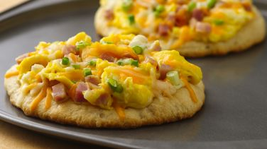 Ham, Swiss and Cheddar Breakfast Pizza