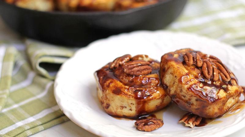 Turtle Cinnamon Rolls