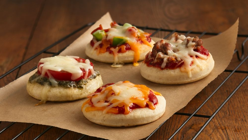 mini pizzas recipe from. Black Bedroom Furniture Sets. Home Design Ideas