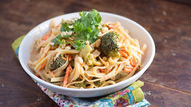 Easy Slow-Cooker Fettuccini with Peanut Sauce