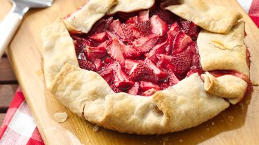Easy Grilled Strawberry Pie