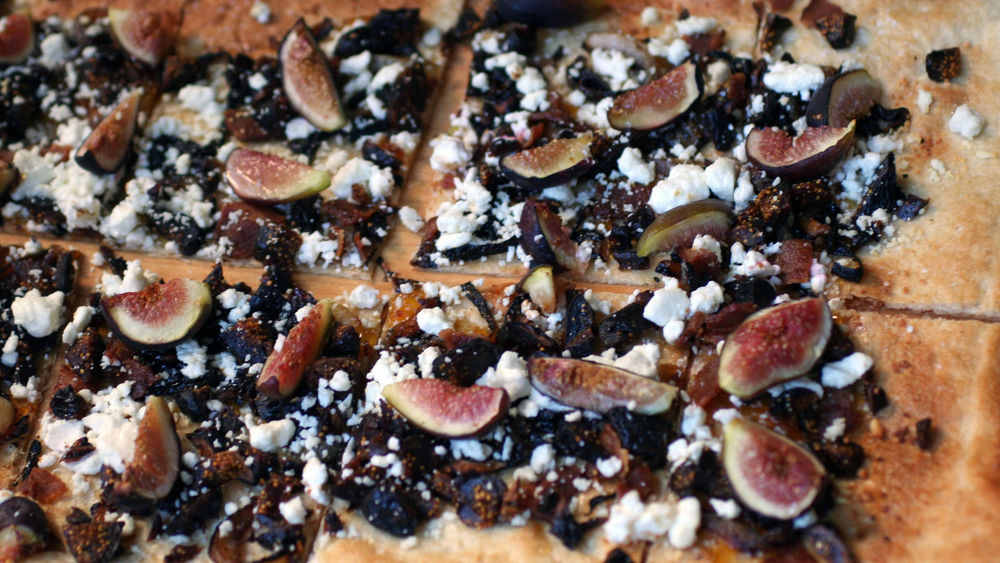 Fig, Caramelized Onion and Bacon Flatbread