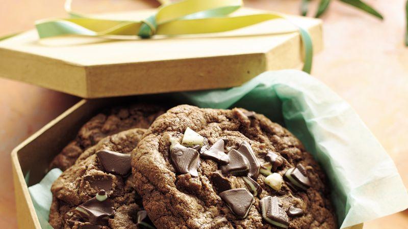 Chunky Peppermint Fudge Dream Cookies