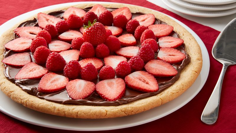 Cookie Tart with Nutella® hazelnut spread and Berries