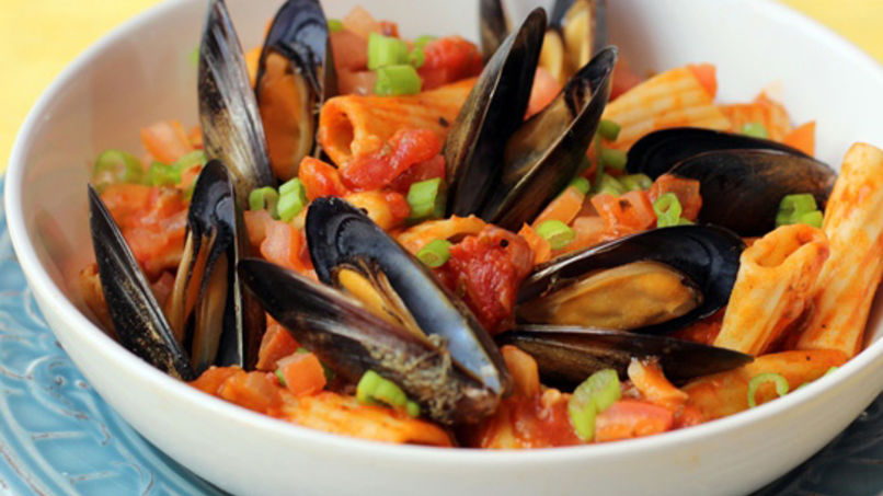 Pasta with Mussels in Wine Sauce