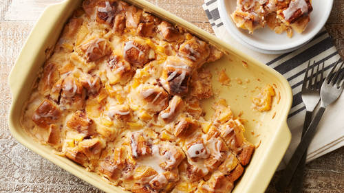Cinnamon Roll-Peach Pie Breakfast Casserole