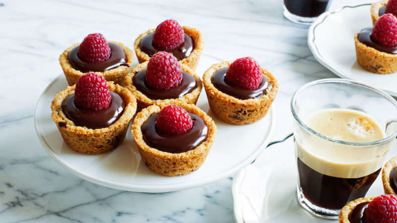 Easy Raspberry-Ganache Cookie Tarts