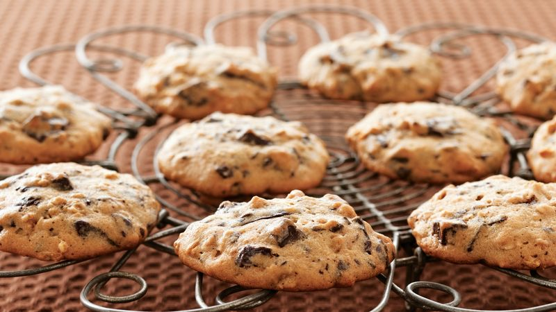 Dark Chocolate Chunk-Granola Cookies