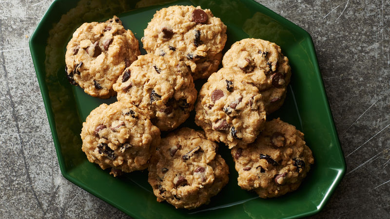 Vegan Chocolate Chip-Cherry-Oatmeal Cookies