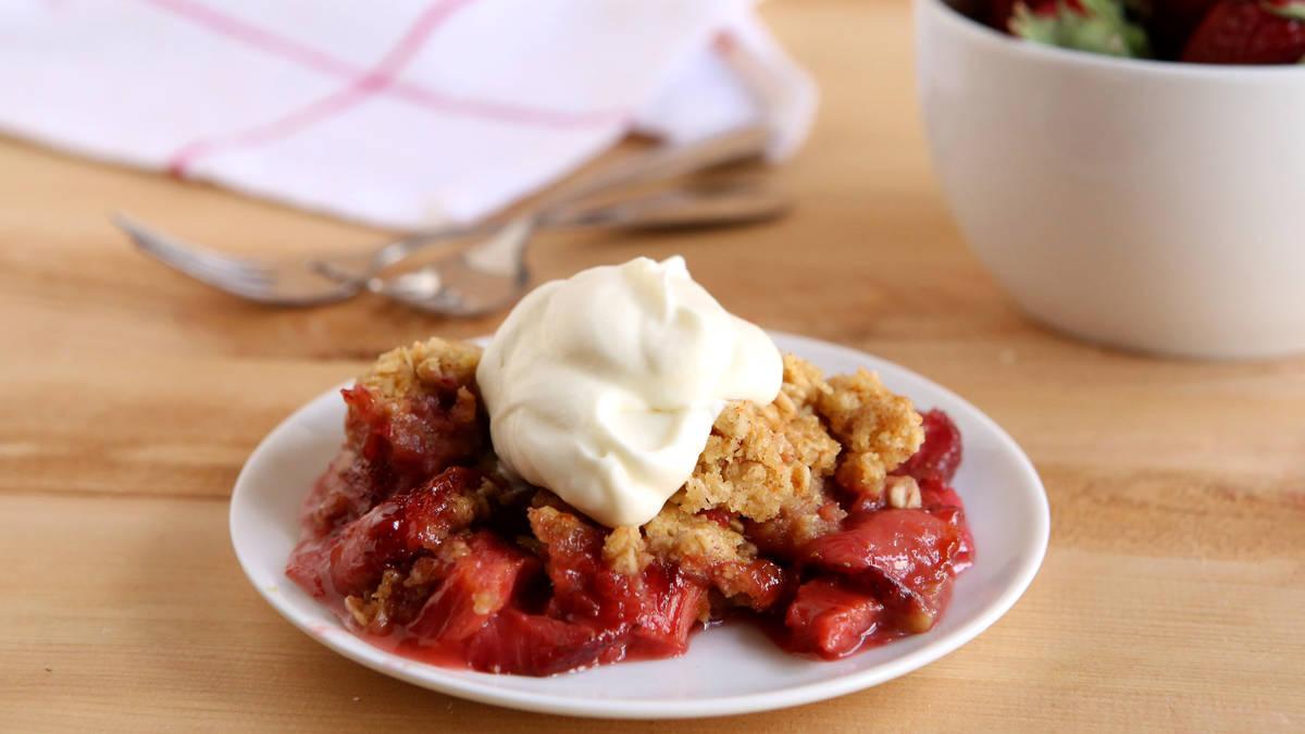 Slow-Cooker Strawberry-Rhubarb Crisp
