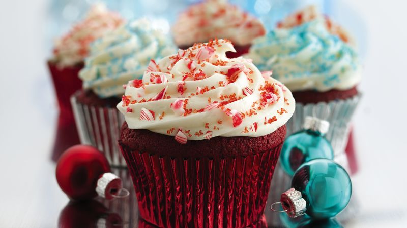 red velvet cupcakes decorate christmas