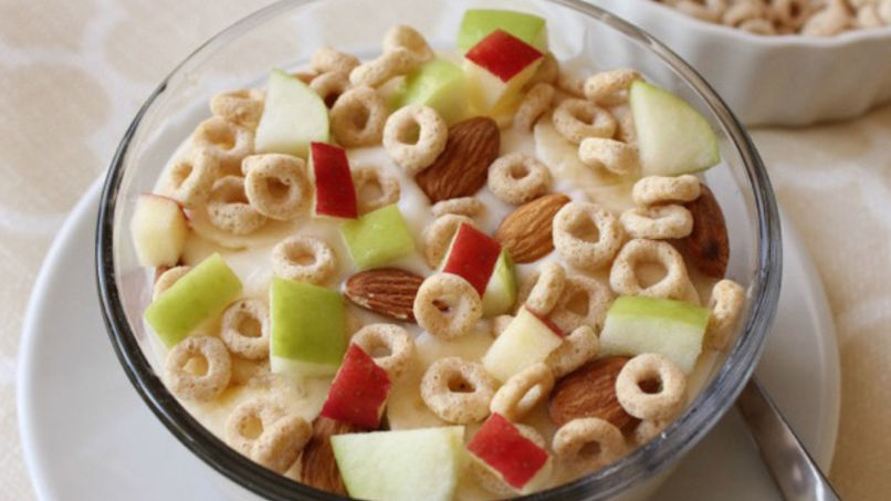 Crunchy Fruit, Almond and Cheerios™ Parfait