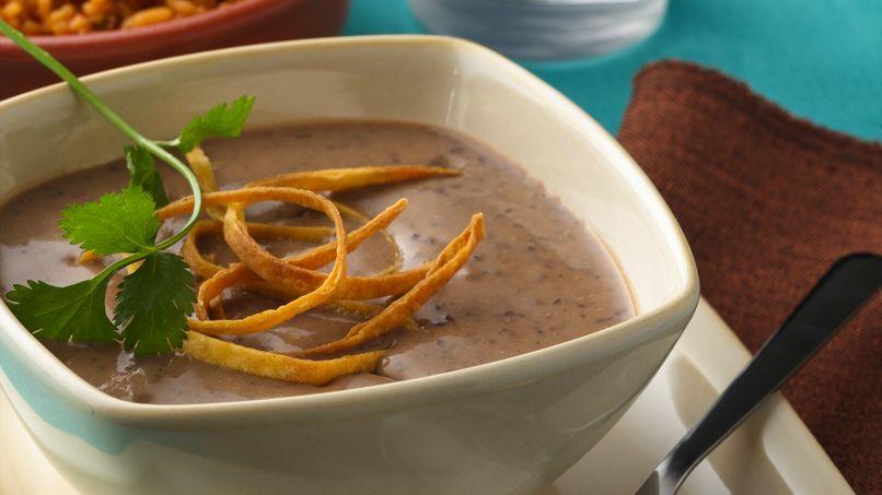 Sopa cremosa de frijoles negros
