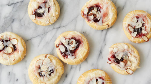 Quick easy crescent breakfast recipes and ideas pillsbury raspberry cream cheese crescent danish forumfinder Images