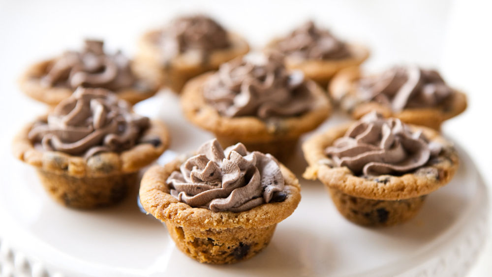 Chocolate Chip Cookie Cups with Chocolate Cream