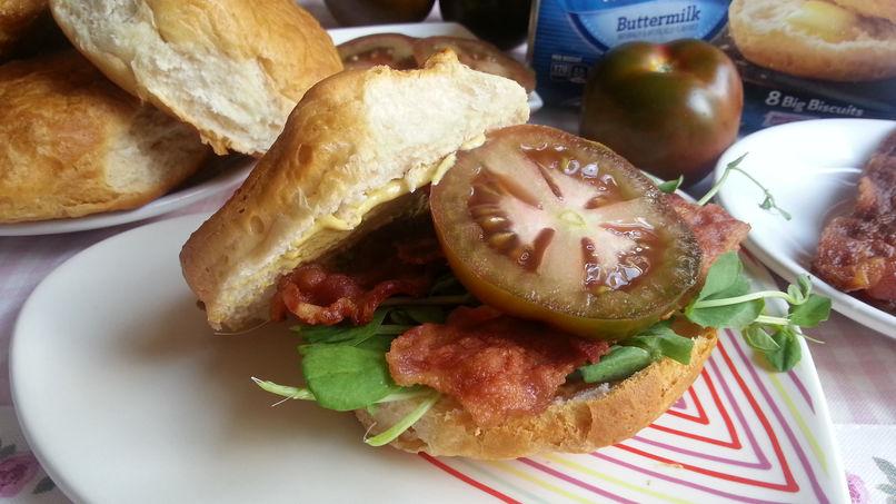 Sándwich BLT con Biscuits