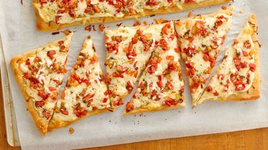Pepper Jack-Salsa Flatbread with an Italian Twist