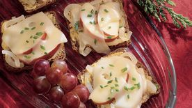 Jarlsberg, Onion and Apple Canapés