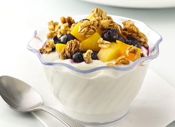 blueberry peach yogurt parfait