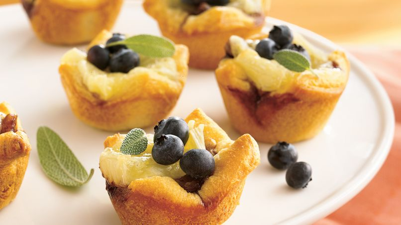Tartaletas de Brie con Moras Azules y Nueces