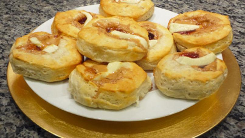 Sándwiches de Crema de Cacahuate y Jalea de Guayaba