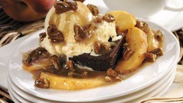 Praline Peach Brownie Sundaes