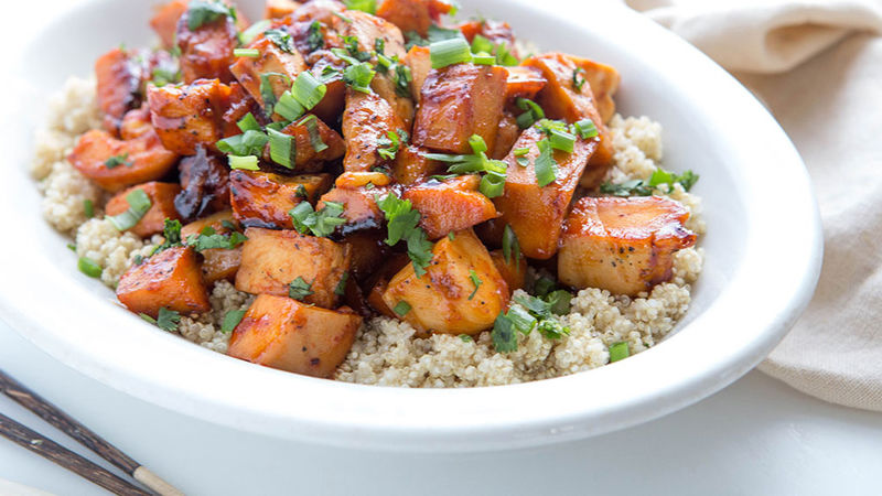 Honey-Sriracha Chicken Quinoa Bowl