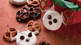 No-Bake Pretzel and Candy Reindeer